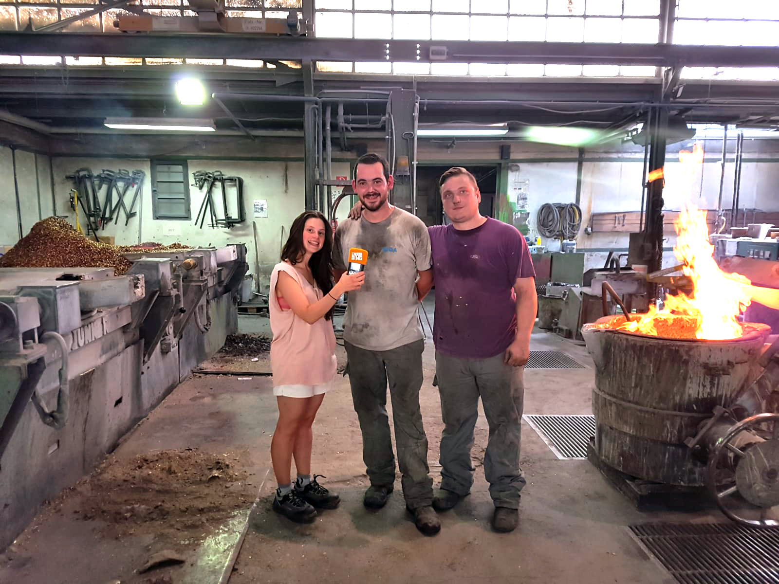 """Reporterin Jessi Ziegler vom Radiosender """"Unser Ding"""" (SR1) mit unseren beiden Giessern Marco Heriat (links) und Alex Lang (rechts)"""